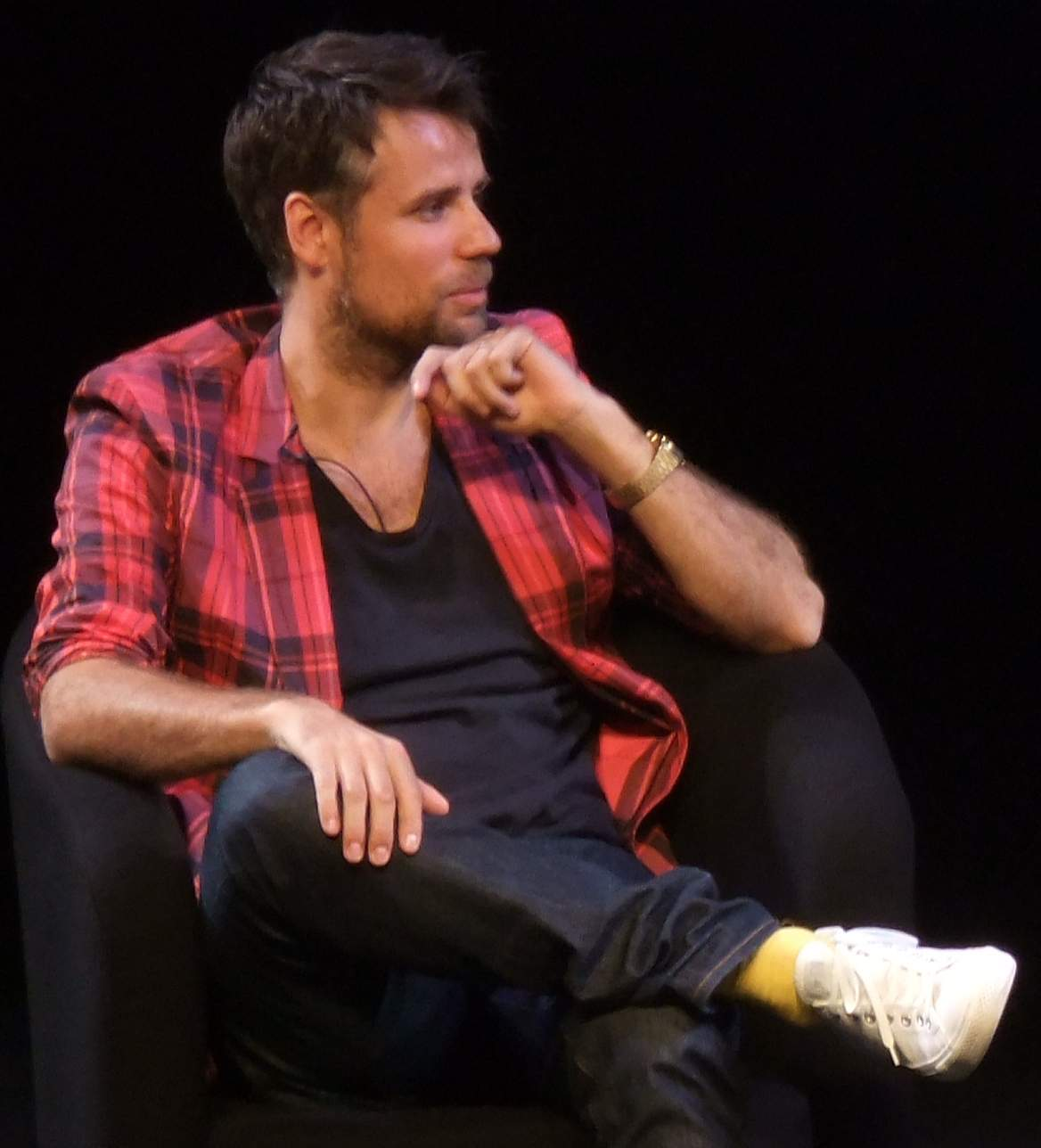 Richard Bacon Confesses to Being Addicted to Alcohol